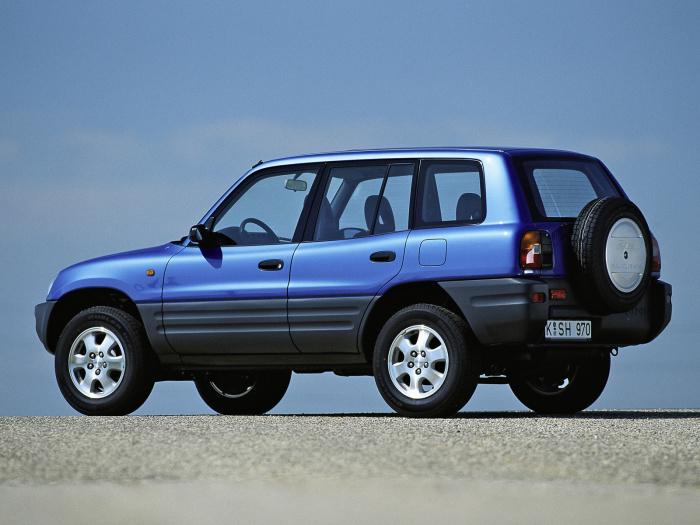 Японский кроссовер Toyota RAV4 первого поколения выпускался с 1994 по 2003 год.   Фото: auto-database.com.