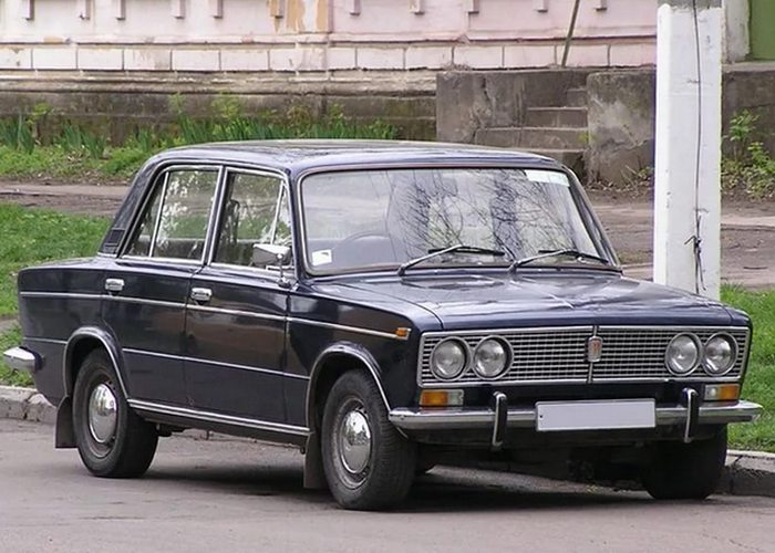 Автомобиль ВАЗ 2103 - так любимая советскими гражданами «тройка».