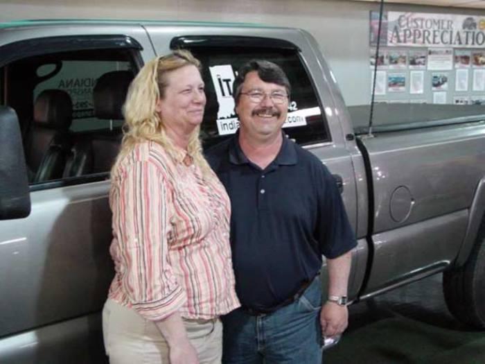 Заботливый хозяин и Chevrolet Silverado 3500 HD.