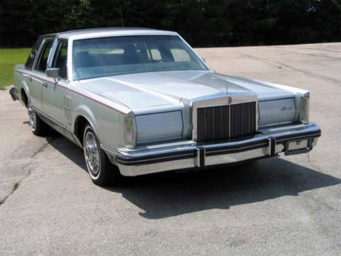 Кто бы мог подумать, что Lincoln Town Car столько протянет.