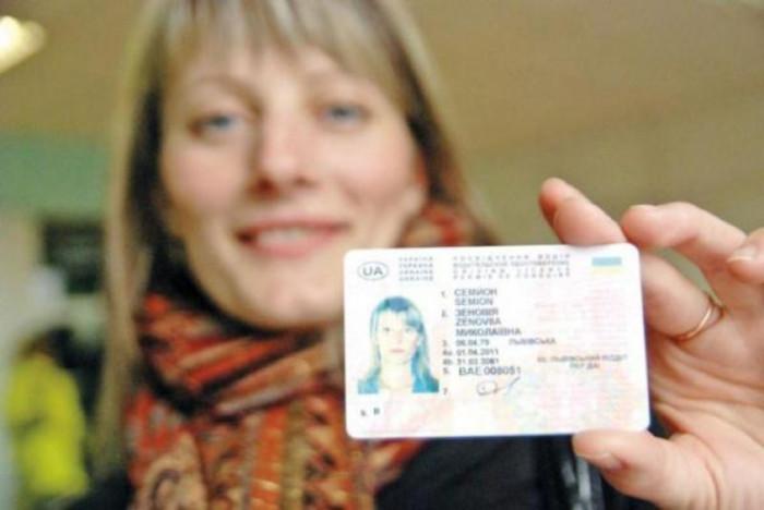 Українцям видаватимуть права по-новому