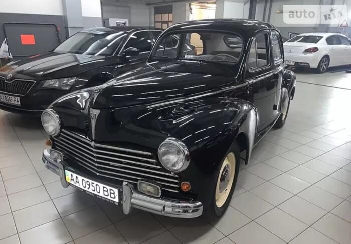 В Україні за шалені гроші продають рідкісний французький автомобіль